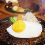 タカサキハンバーグ - 料理写真:月見ハンバーグ。 普通サイズは1,020円ですが、大きめ1,130円にしました。