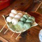 吉田家住宅 - 料理写真:焼きだんご(白・草)