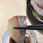 しらすと伊勢海老の 忠兵衛 - 刺身盛り合わせ1500円。マグロ、ヒラメ、シマアジ、カンパチ、ホウボウ、スズキ、イカの盛り合わせです。大好物のシマアジをアップ。とても美味しかったです(╹◡╹)