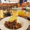 マンゴツリーカフェ - 料理写真:鶏のガパオライス、マンゴージュース