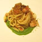 erre - 「尊ぶ - 水の皿 -」浜坂 鬼海老とその殻から取った出汁、ブロッコリーと乳清のピューレ タリオリーニ イタリアのシチリア島のピスタチオ