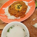 96507200 - ランチ キーマカレー&ガレットセット キーマカレーとスープ(お野菜入ったポタージュ) スープぬるかった