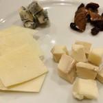 96508166 - ブルーチーズが好き。