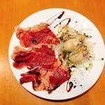 和牛炙り肉と牡蠣のカルパッチョ