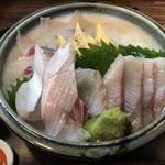 寿し博 - 料理写真:あぶり入り寿し博丼=1000円