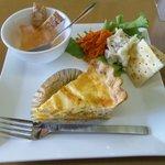 mum's cafe - キッシュプレート かぼちゃとベーコンのキッシュ。