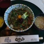 食事処 なおじろう - さいきん の鰺ヶ沢名物 ☆☆☆    ヒラメ漬け丼  1000円! 出汁がついていて    後半?は お茶漬けで 食べて下さいと