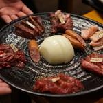 けとばし屋チャンピオン - 料理写真:焼肉盛り合わせ(馬肉)