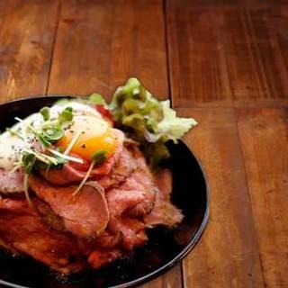 石窯焼イチボ肉のローストビーフ丼