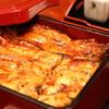 うな一 - 料理写真:白焼の後、一度蒸してからタレを絡めて焼くのでふんわりしつつも香ばしい鰻です