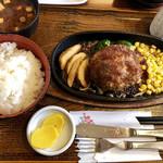 96537219 - 粗挽きビーフハンバーグステーキ定食¥900円