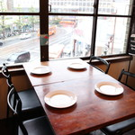 CAFECABARET - 広々としたテーブル