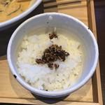 牟岐縄屋 - 追い飯(新バージョン ラー油とゴマのふりかけ)