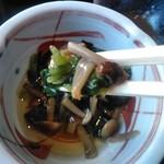 美々卯 - [料理] ほうれん草と茸のお浸し アップ♪w ②