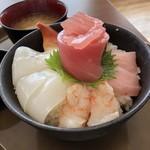 大遠会館 まぐろレストラン - 海鮮丼 近景