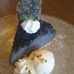ル カフェ ヌフ - 料理写真:黒胡麻チーズケーキ