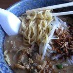 馬琴 - 房州味噌。 麺をほじくり出してみた。