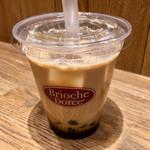 ブリオッシュ ドーレ - タピオカドリンクの黒糖ミルクコーヒー