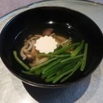 ねもと - キノコと菊花豆腐のお吸物