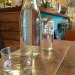 SUKE6 DINER - お水…、ボトル置いていただけます…、いっぱいゴックンしたいもんね…