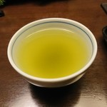 浜田屋 - その他写真:お茶。二杯目。一杯目はさらに緑色が際立っていた 201811