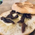 パニーノ専門店 ポルトパニーノ - 塩の良く効いたアンチョビがメチャウマです、パンとバターとアンチョビのコンビネーションが最高ですね!(2018.11.15)