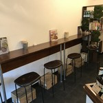 パニーノ専門店 ポルトパニーノ - 若干狭さを感じるカウンターですが、ここから振り返りながらオーナーとお話するのも楽しいですよ!(2018.11.15)