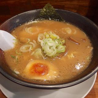 らーめん秀鳳 - 料理写真:醤油らーめん(650円)+大盛(ランチタイムサービス)