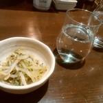 大衆酒場 参の丸 - 料理写真:お通しと日本酒