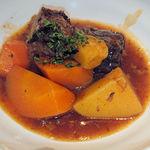 96569137 - フレンチ肉じゃが インカのひとみ、人参、牛バラ 赤ワイン風味