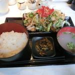 とり焼一 - 野菜たっぷり唐揚げ定食850円