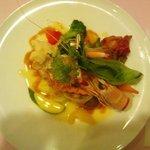 9657072 - 鯛と手長海老のソテー。素材の味も生かされていて◎
