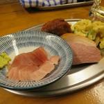 立ち呑み しゅう - 料理写真:ワンコインセットのおまかせ3種盛り、いつも4種類乗ってるけど(笑)