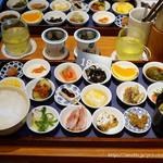 築地本願寺カフェ Tsumugi - 18品の朝ごはん