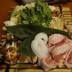 個室地鶏酒場 御蔵 - 水炊き(1人前)1,290円写真は2人前