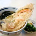 96578671 - 木の葉型の天ぷらです。
