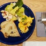 FIGHTERS DINING ROSTER - ブレックファスト 2DELI(知床鶏のシーザー/かぼちゃと道産じゃがいものサラダ バルサミソース/パン)700円