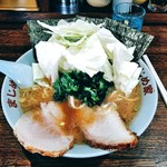 豚骨醤油ラーメン まじめ家 - 料理写真:豚骨醤油ラーメン(キャベツトッピング)
