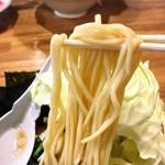 豚骨らあめん専門店 とんこつ家ZUN - 豚骨醤油らあめん(並)の麺リフトアップ