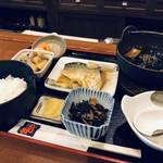 日乃出 - 料理写真:日替わり定食、これで700円なんですよ♪(2018.11.16)