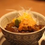 東京肉割烹 西麻布 すどう - すき焼きはご飯に載せ、ウニとワサビで頂きます。