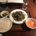 ブルーリリー 青百合飯荘  - チンジャオロースー定食(990円)