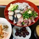 福音鮨 - 海鮮丼!1280円 サラダ/味噌汁/茶碗蒸し/デザート付き