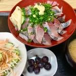福音鮨 - アジ丼の大盛り 1080円 サラダ/味噌汁/茶碗蒸し/デザート付き