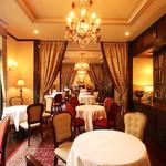 Vaas - ミシュラン1つ星シェフが手掛ける、美食が味わえるフレンチレストラン。レトロクラシカルな佇まいで威風堂々とした雰囲気です。