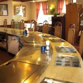 臨場感溢れるカウンター席◆五感を刺激する調理スタイルが人気