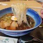 山岡駅 かんてんかん - 透明ですごくキラキラしている寒天の麺リフト