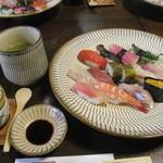 寿し金 - 「ひたん寿司」と「海ん寿司」の盛り合わせ