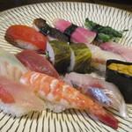 寿し金 - 「ひたん寿司」と「海ん寿司」の盛り合わせ(アップ)