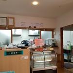 山岡駅 かんてんかん - 店内のレジ前の様子
